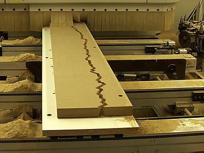 Ausschneiden der Elemente mit CNC-Fräse.